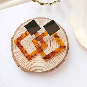 Jewelry - HP❤️ Acrylic Tortoise Square-Shape Earrings